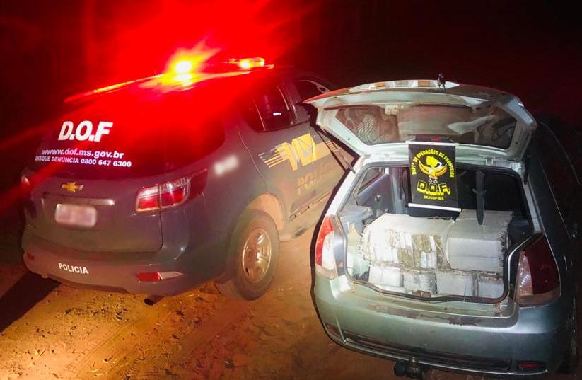Mes-10-Outubro-17-10-2020-veiculo-durante-a-abordagem Policiais do DOF apreendem veículo com 304kg de maconha